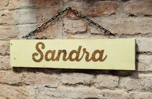 cartel nombre madera